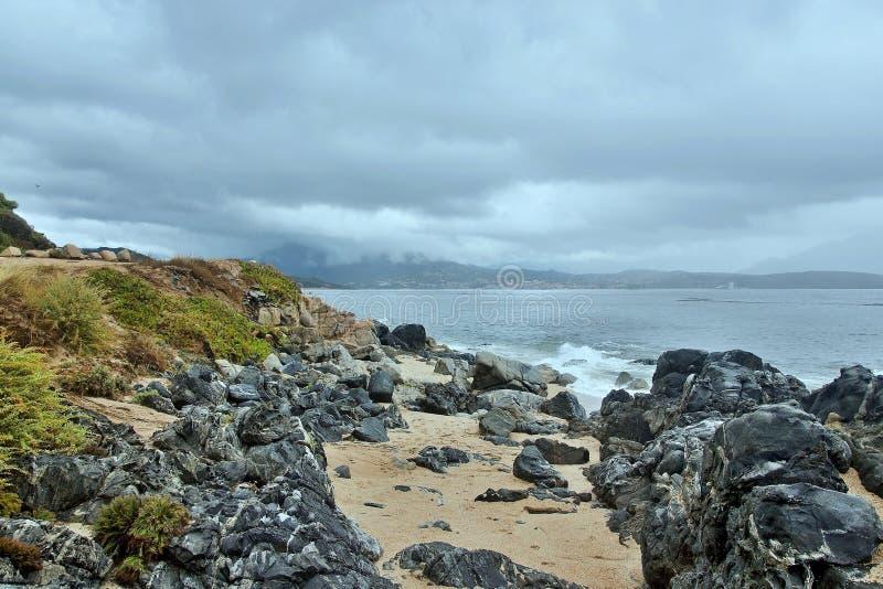 Morza wybrzeże blisko Propriano zdjęcia stock