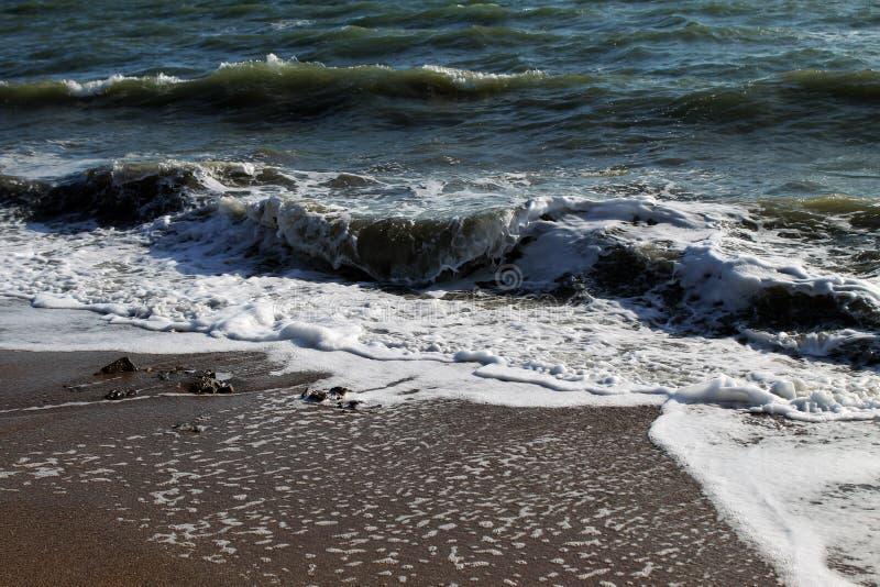 Morze Azov Fala przy zmierzchem Środkowy Europa zdjęcia stock
