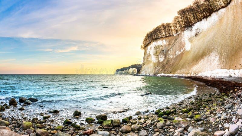 Morze Bałtyckie z kredowymi falezami RÃ ¼ gen fotografia royalty free