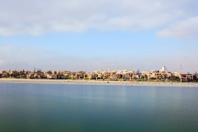 Morze domy w kurortach i plaża obraz royalty free