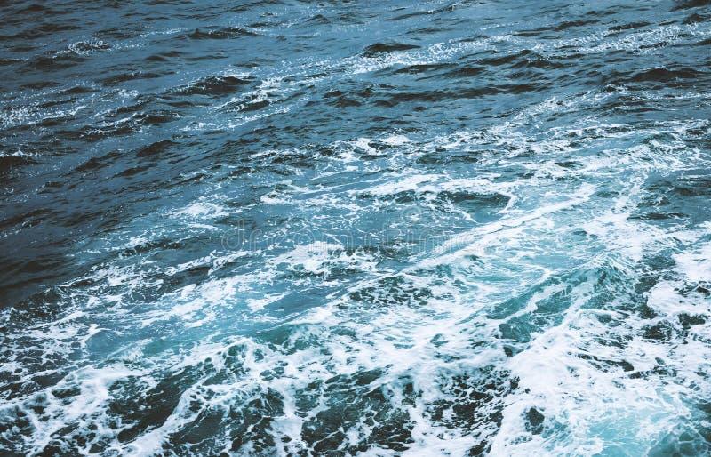 Morze falowy odg?rny widok fotografia royalty free