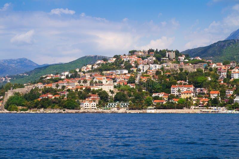 Morze i góra krajobraz zdjęcie stock