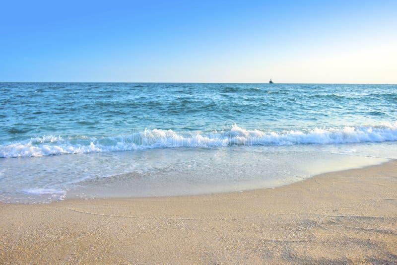 Morze i niebo relaksujemy wakacje obraz royalty free