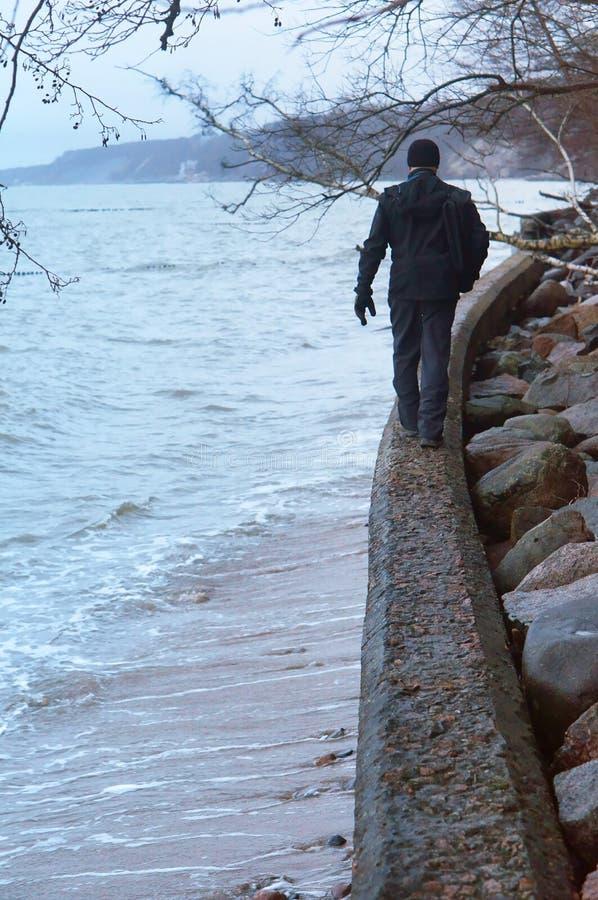 Morze kamienie, dostawać nad skałami fotografia stock