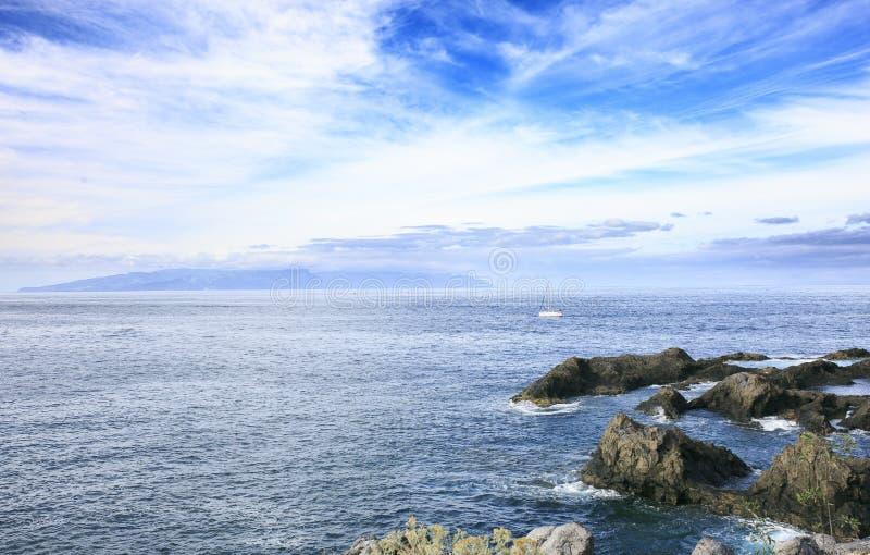 Download Morze Krajobraz W Tenerife Wyspa Kanaryjska Tenerife Długo Ekspozycji Zdjęcie Stock - Obraz złożonej z ojciec, błękitny: 106918344