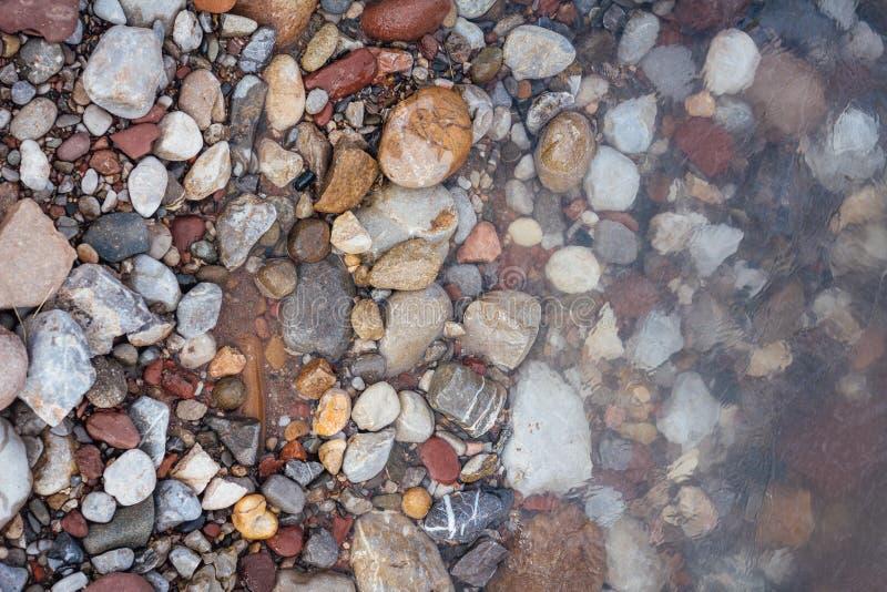 Morze, plaż skały i brzeg od above, Odgórny widok Piękny backg obrazy royalty free