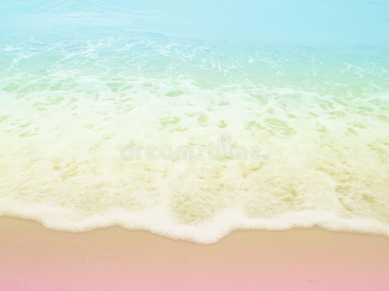 Morze plaża z pastelu barwionym tłem obraz stock