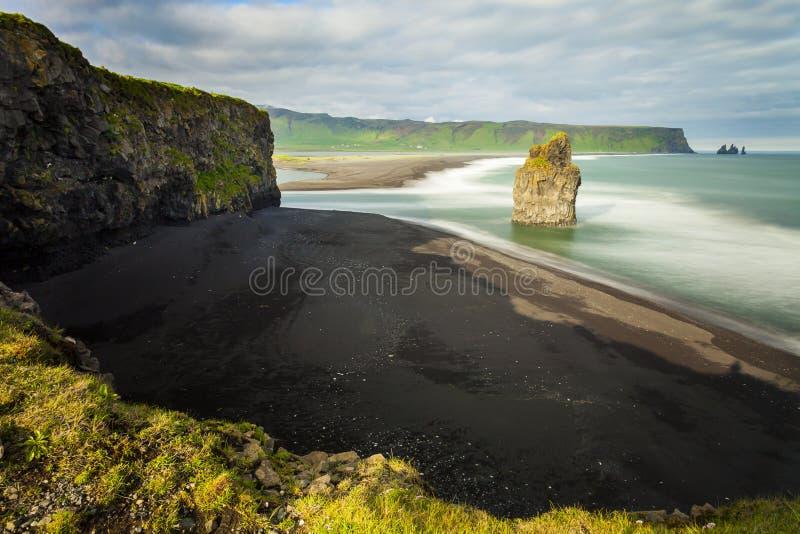 Morze podpalany Dyrholaey Iceland zdjęcia royalty free