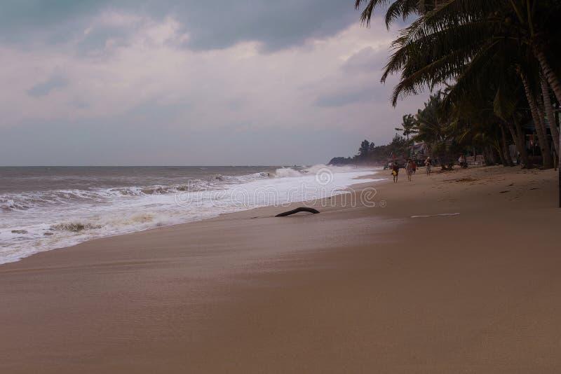 Morze przed burz zmartwieniami Pogoda odpady morze machają burza zaczynają Tajlandia Samui wyspa fotografia royalty free