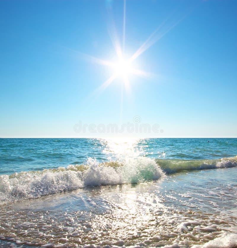Download Morze relaksuje obraz stock. Obraz złożonej z relaks - 57658595