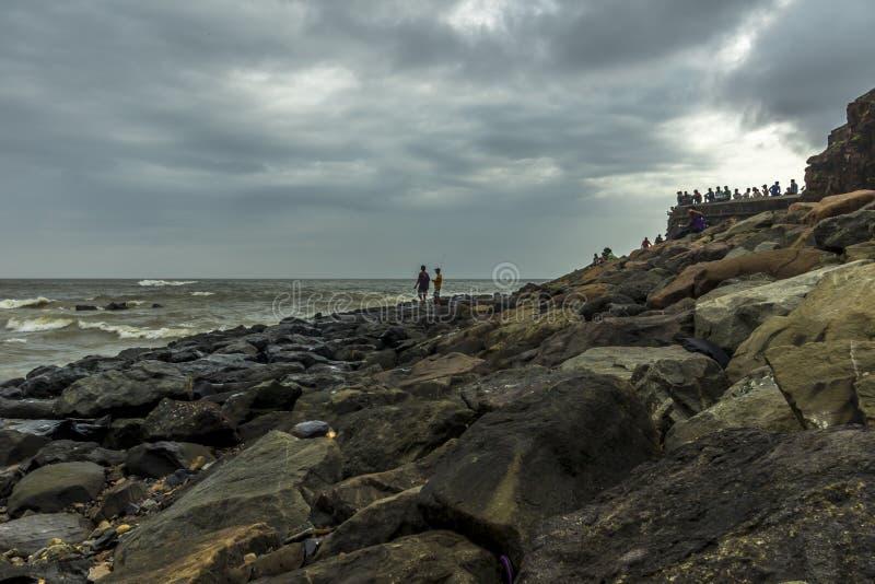 Morze skały przy Bandra Bandstand w Mumbai obraz stock