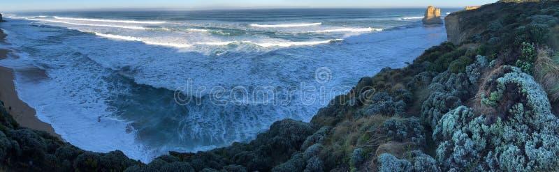 Morze w odległości, rząd biała kiść zdjęcia stock