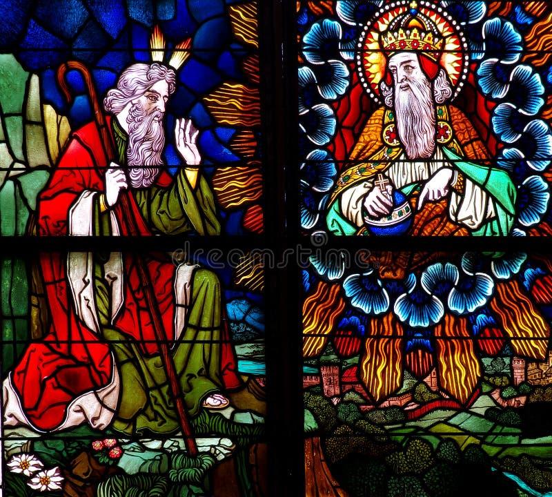 Mosè e Dio in vetro macchiato fotografie stock