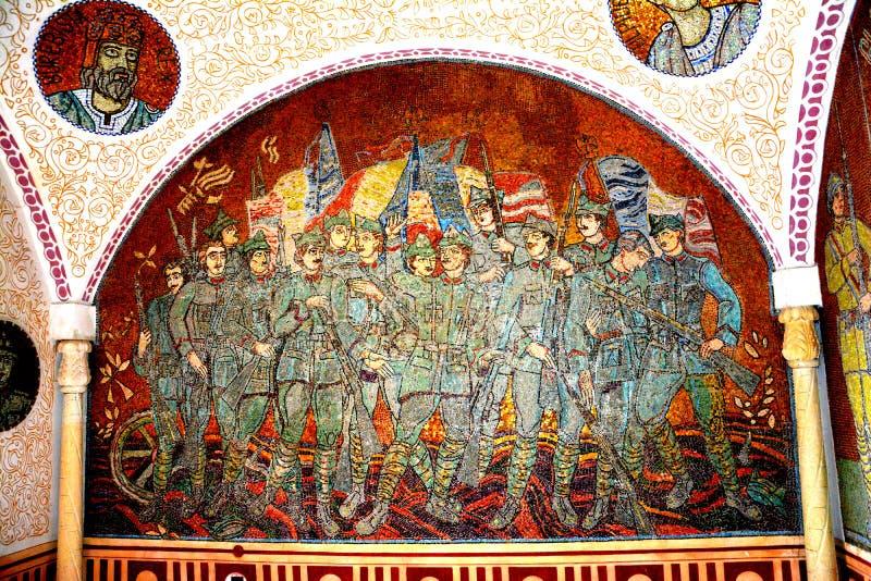 Mosaïque à l'intérieur du mausolée des héros dans Mateias, près de Campulung photos libres de droits
