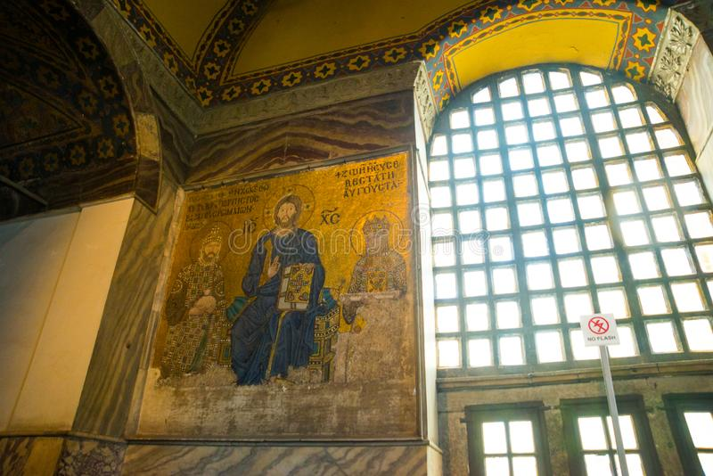 Mosaïque de Vierge Marie et Jesus Christ et d'autres saints dans l'église de Hagia Sofia, Istanbul, Turquie images libres de droits