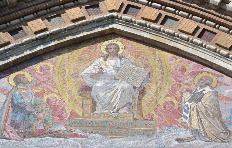 Mosaïque sur la façade de Na Krovi de stations thermales d'église orthodoxe photos libres de droits