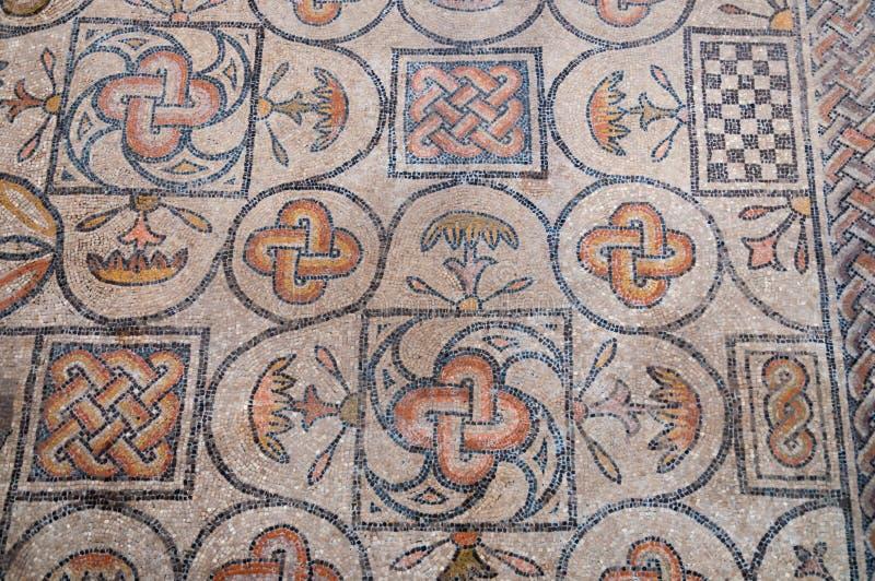 Mosaïques de symboles à l'intérieur de Basilica di Aquileia photo stock
