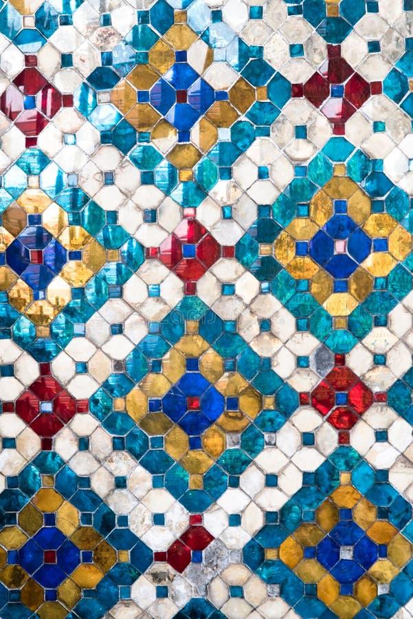Mosaico antigo das paredes grandes do palácio imagem de stock royalty free