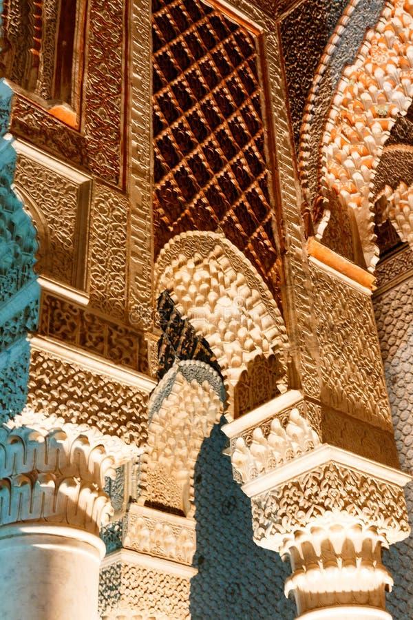 Mosaico antiguo colorido árabe tradicional del estilo en elementos interiores Geometría abstracta, modelo tallado del vintage imagenes de archivo