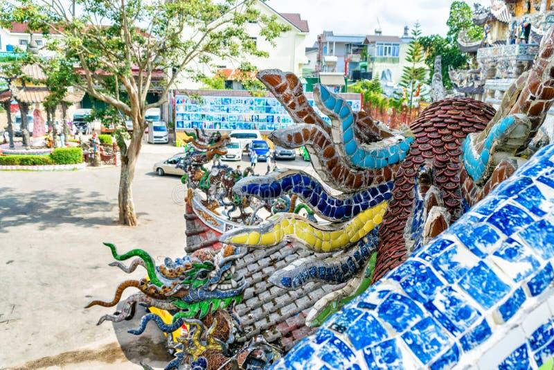 Mosaico colorido da porcelana na igreja antiga em Vietname fotos de stock royalty free