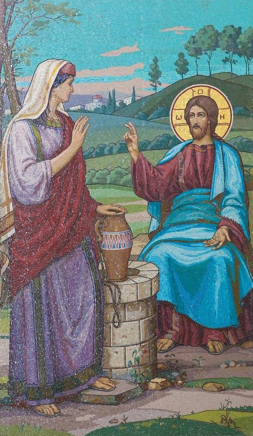 Mosaico de Jesús y de la mujer del samaritano en el pozo imagen de archivo