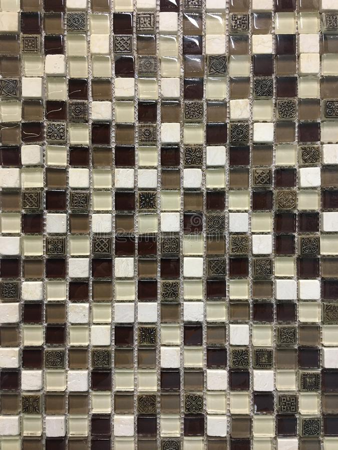 Mosaico de vidro no banheiro imagem de stock