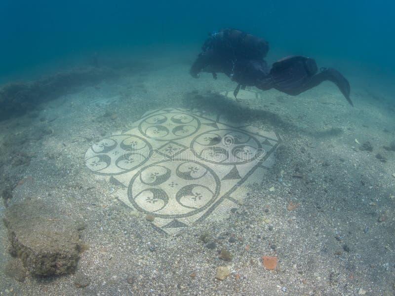 Mosaico decorato in protiro della villa Archeologia subacquea immagine stock libera da diritti