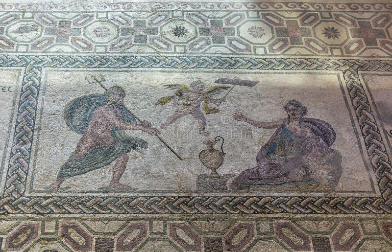 Mosaico del pavimento del greco antico in parco archeologico Kato Paphos, Cipro fotografia stock