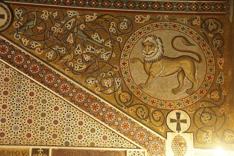 Mosaico do leão na parede imagem de stock royalty free