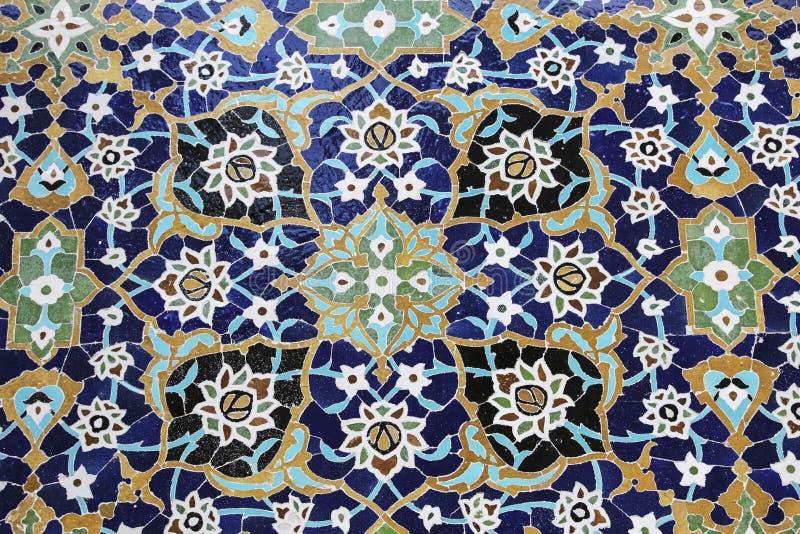 Mosaico e azulejos coloridos no estilo persa tradicional no túmulo da parede de Sheikh Safi al-Din, Ardabil, Irã imagem de stock royalty free