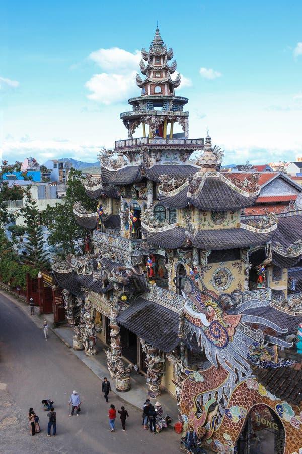 Mosaico Linh Phuoc Pagoda en el lat de DA, Vietnam fotografía de archivo