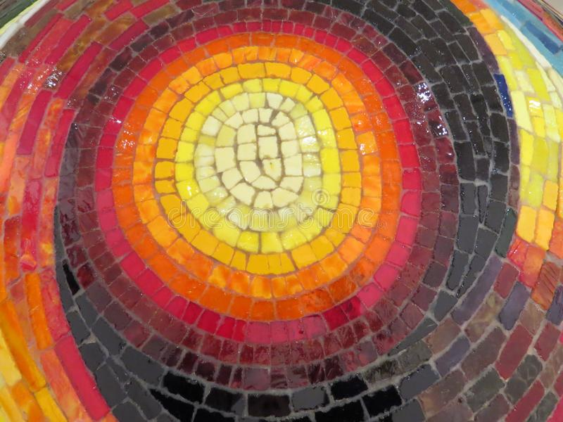 Mosaico multicolore dello smalt dalle paci di vetro immagine stock