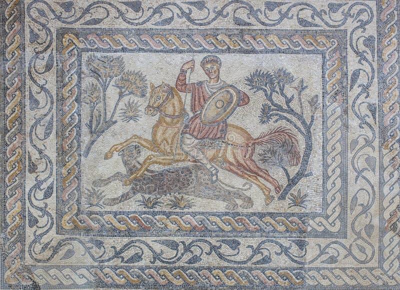Mosaico romano o Venatio del cazador de la pantera fotos de archivo