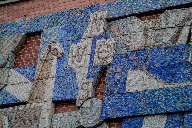 Mosaico sovietico, decorazione degli edifici pubblici nel 1980 fotografia stock libera da diritti