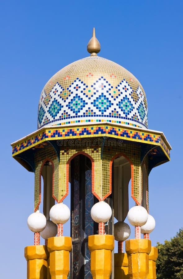 Mosaico variopinto di un tetto orientale immagini stock libere da diritti