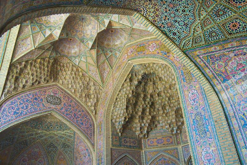 Mosaico viejo hermoso que adorna la pared exterior de la mezquita de Nasir al-Mulk en Shiraz, Irán foto de archivo libre de regalías