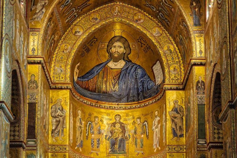 Mosaicos acima do altar principal - Monreale imagem de stock royalty free