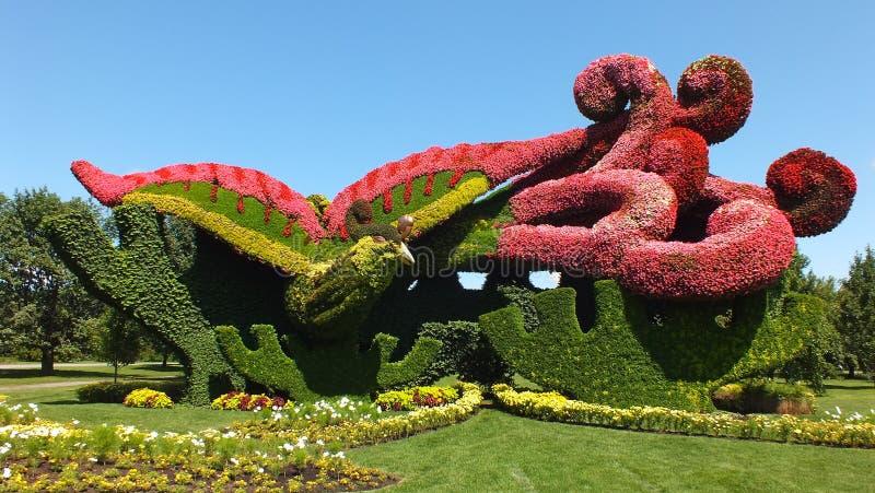 MOSAICULTURES-INTERNATIONAL 2013, Montreal, Quebec, Kanada, Peking, Kina tillträde: Plantera platan för att tilldra Phoenixen royaltyfri bild
