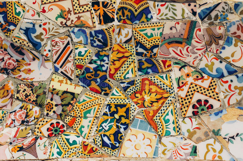 Mosaik auf einer Bank im Park Guell Gaudi Barcelona spanien lizenzfreie stockbilder