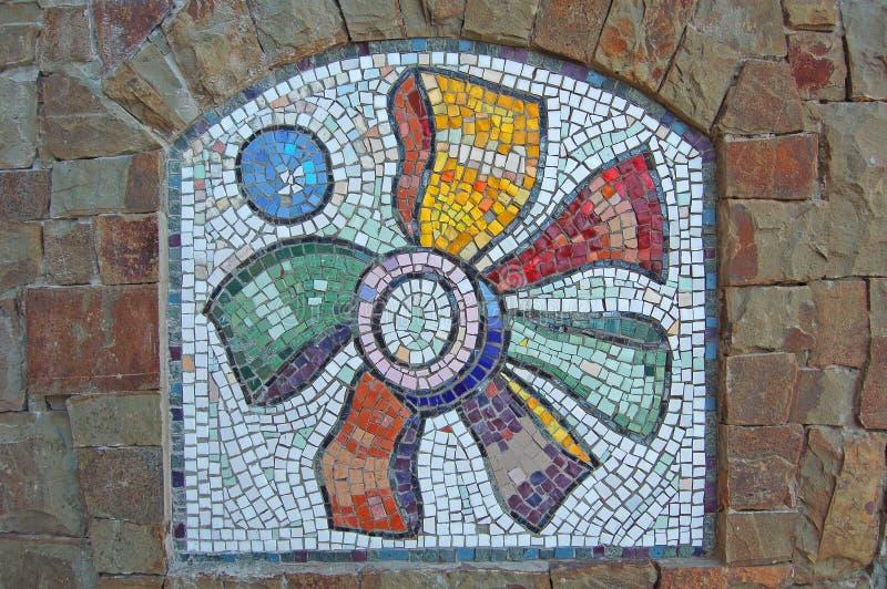 Mosaik auf Steinwand lizenzfreies stockfoto
