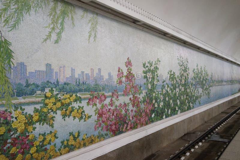 Mosaik av den Yonggwang stationen, Pyongyang tunnelbana royaltyfri fotografi