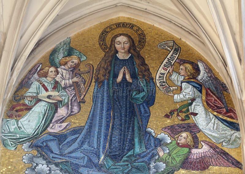 Mosaik av jungfruliga Mary från huvudsaklig portal av den Maria f.m. Gestade kyrkan i Wien royaltyfria foton