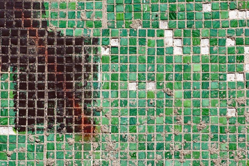 Mosaik av små fyrkantiga tegelplattor royaltyfri foto