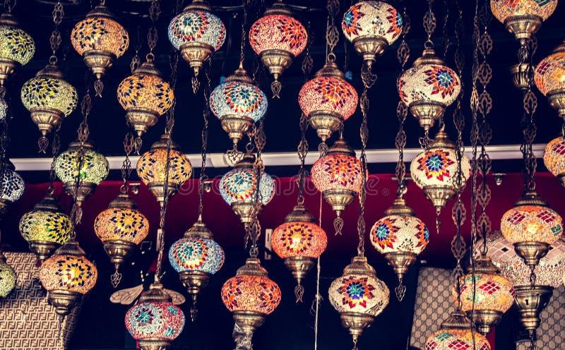 Mosaik-bunte Osmanelampen im Basar lizenzfreies stockfoto