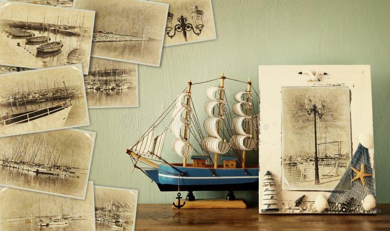 Mosaik mit alten Bildern sehr des Jachthafens mit Yachten Collage mit Retro- Effekt und im altem Stil Foto Verrostete, alte, symb stockbilder