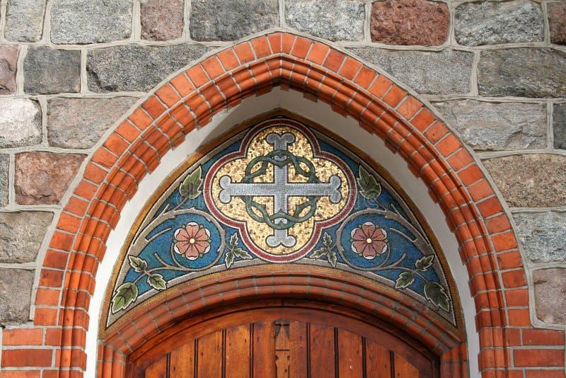 Mosaik ovanför ingången till kyrkan royaltyfria bilder