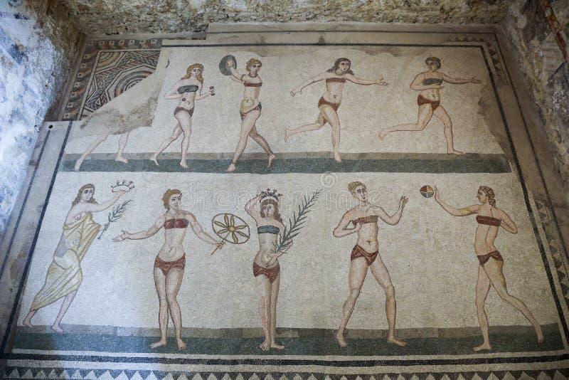 Mosaik på den roman villan i Sicilien arkivbild