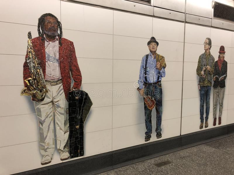 Mosaik som göras av tegelplattor på den 2nd avenygångtunnelen royaltyfri fotografi