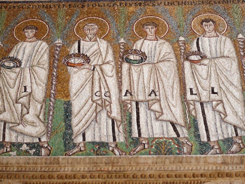 Mosaiker i basilika av Sant ` Apollinare Nuovo i Ravenna, Italien royaltyfri foto