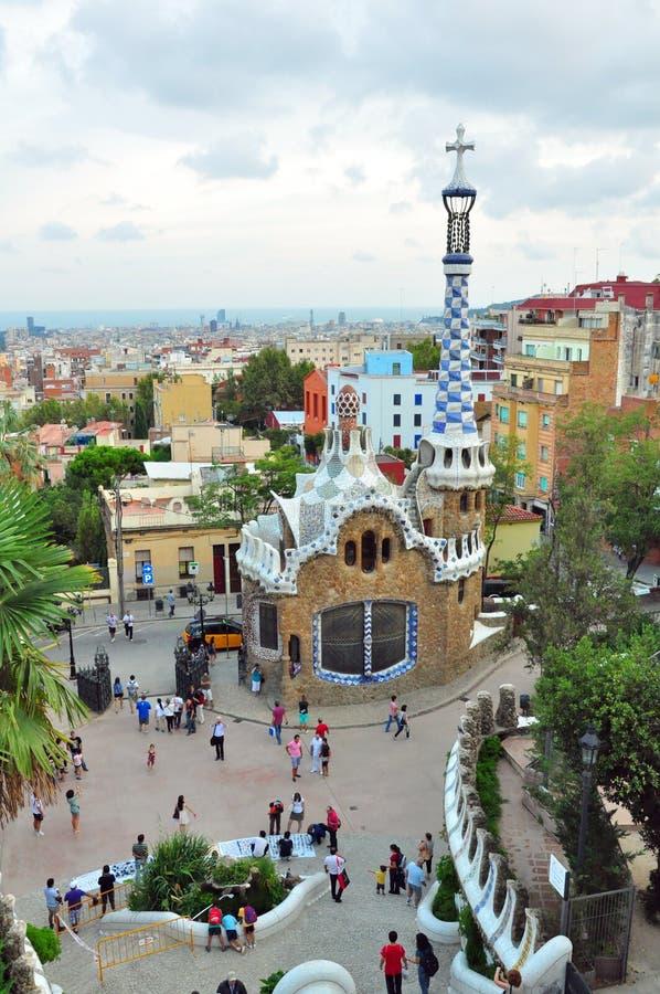 Mosaikkontrollturm im Park Guell, Barcelona, Spanien stockbilder